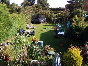 Garten Haus Sandra mit Trampolin, Schaukeln,Sitzecken